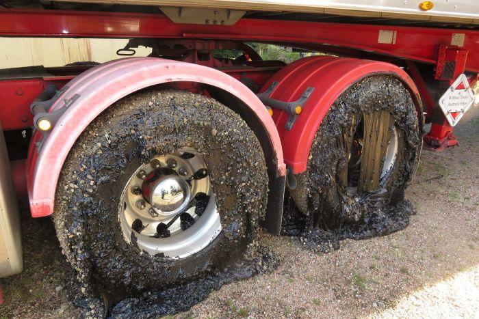 澳大利亚极端天气导致柏油路面融化