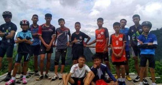 泰国12名足球少年和教练全部获救.jpg