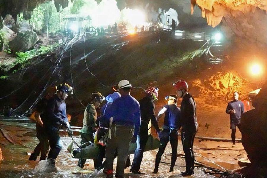 泰国被困少年全部救援成功.jpeg