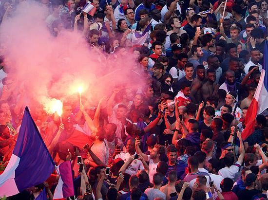 法国庆祝世界杯夺冠.jpg