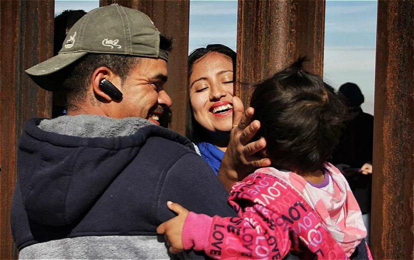 美国政府:57个移民儿童与父母团聚.jpg