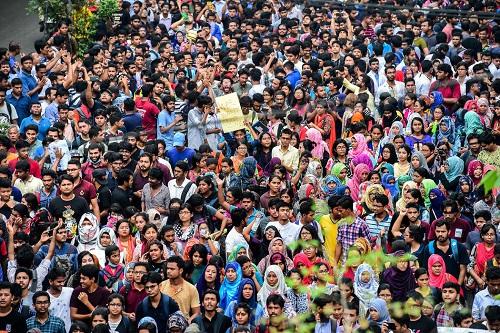 孟加拉国学生走上街头抗议.jpg