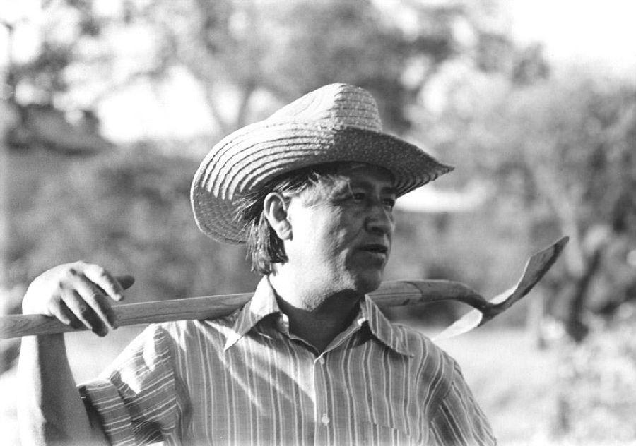 美国首个成功的农场工人联盟组织者—凯萨·查维斯.jpg
