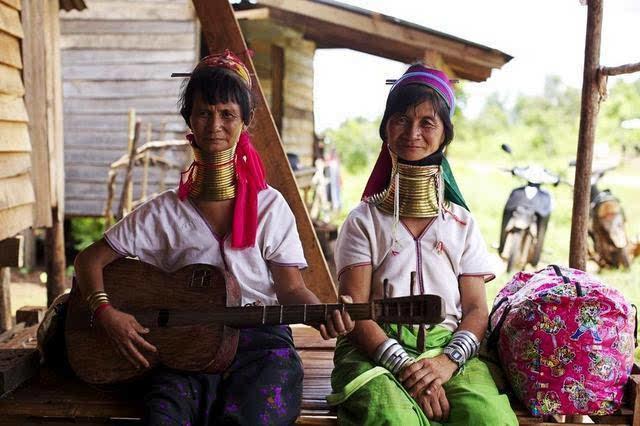 缅甸女性拒绝终身佩戴颈环.JPEG