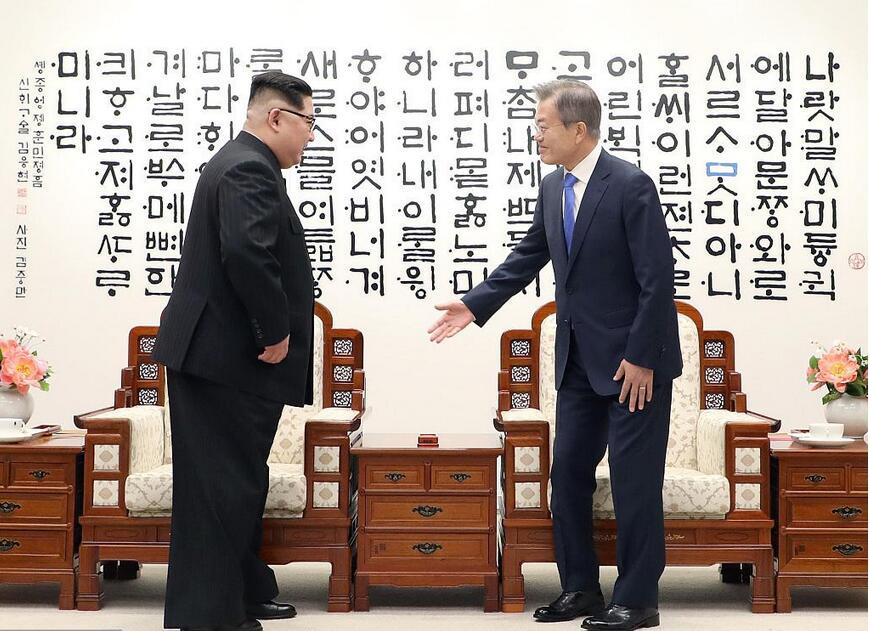 栗战书将率团出席朝鲜70周年国庆.jpg