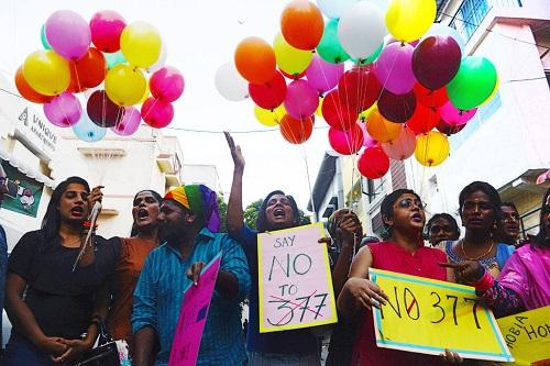 印度同性恋团体在示威.jpg
