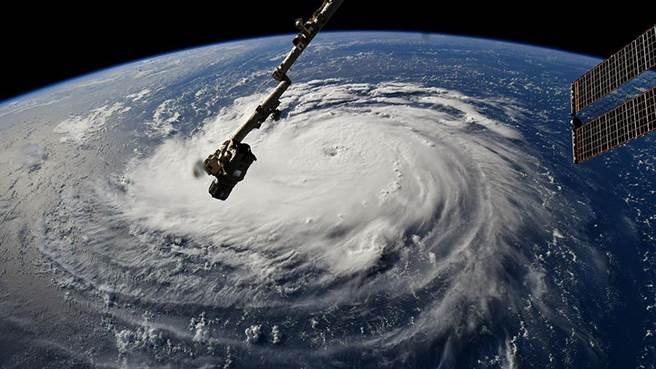 "NASA从国际空间站拍到的""佛罗伦萨""飓风移动画面.jpg"