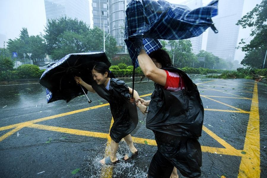 """台风""""山竹""""减弱 中国菲律宾受灾严重.jpg"""