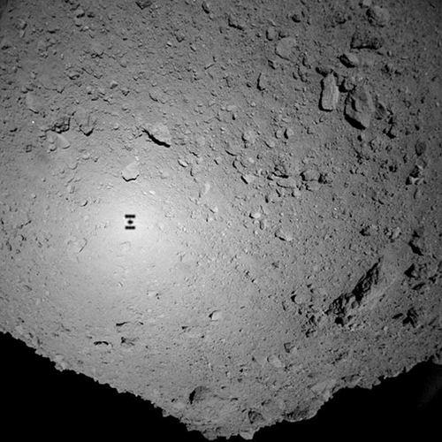 日本探测器在着陆过程中拍摄的照片.jpg
