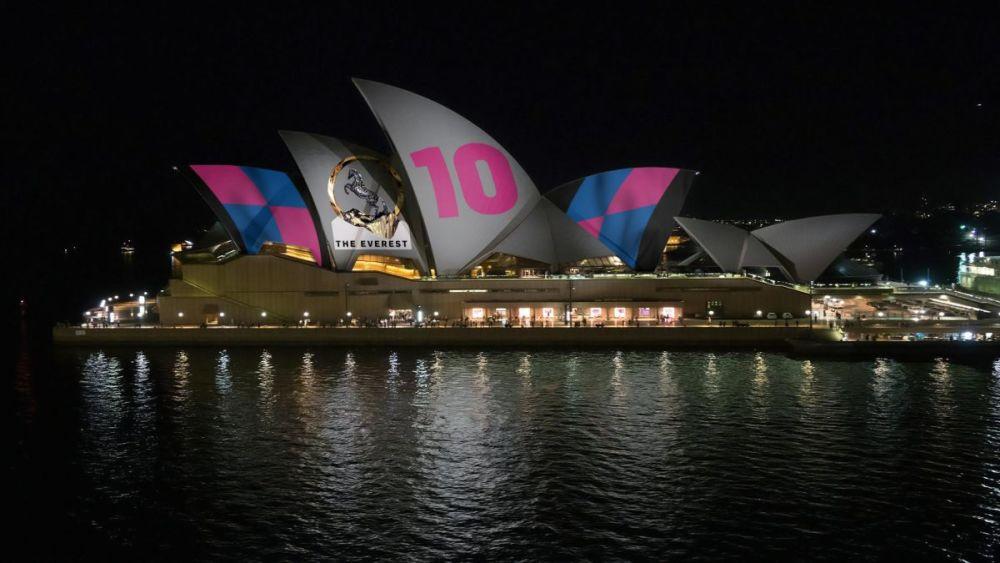 悉尼歌剧院投射赛马广告引争议.jpg