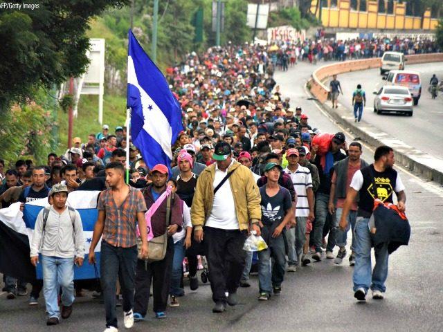 大批移民朝美国涌进.jpg