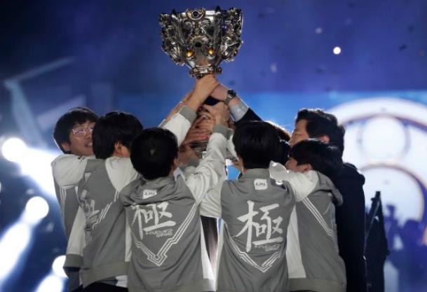 中国电竞战队IG斩获S8全球总决赛冠军