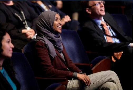 美国议员寻求解除国会帽子禁令.jpg