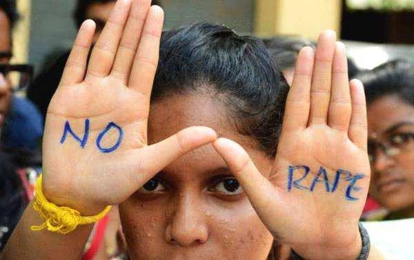 印度女性:可用APP举报性骚扰.jpg