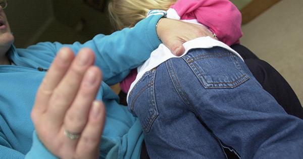 法国9岁男孩因不写作业被家人暴打致死