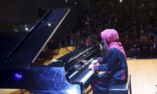 加沙唯一钢琴10年来首亮相.jpg