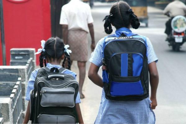 """印度政府下令为学生书包""""减负"""".jpeg"""