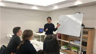 汉语课堂上的西班牙学生.jpg