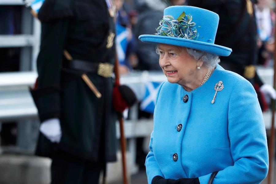 英女王diss王室规定太严格?说的话也太萌了.jpg