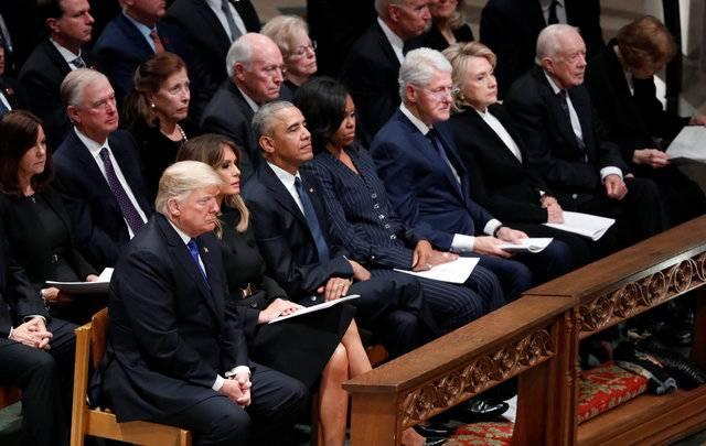 老布什国葬仪式,包括现任总统特朗普夫妇,以及前总统奥巴马、克林顿和卡特都偕同夫人出席悼念.jpg