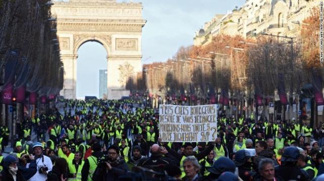法国连续第4周爆发骚乱.jpg
