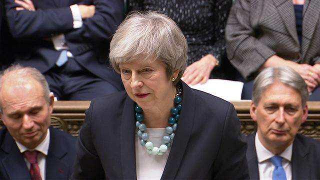 英国首相推迟脱欧协议投票.jpg