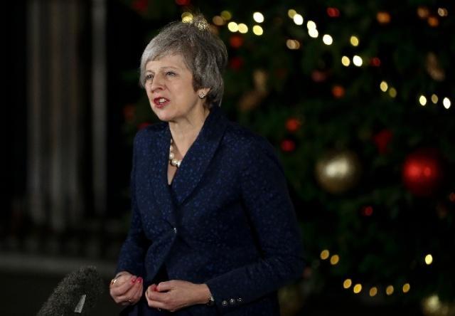英国首相特雷莎·梅在不信任投票中过关后发表讲话.jpg