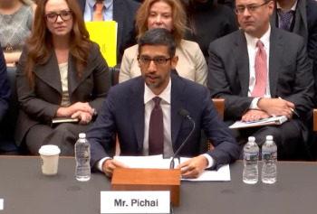 谷歌CEO皮查伊出席国会听证会.jpg