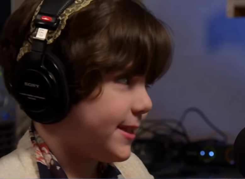 11岁盲人女孩乐观面对生活.png