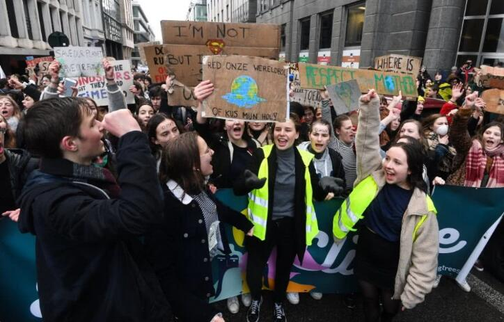 比利时学生抗议示威.jpg