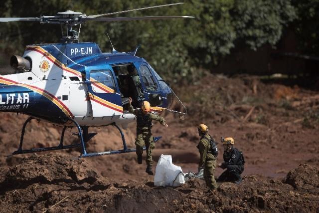 巴西溃坝事故致60人遇难,300人失踪.jpg