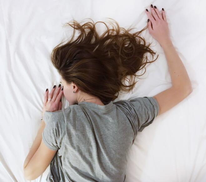 研究发现早起的人不容易抑郁.jpg