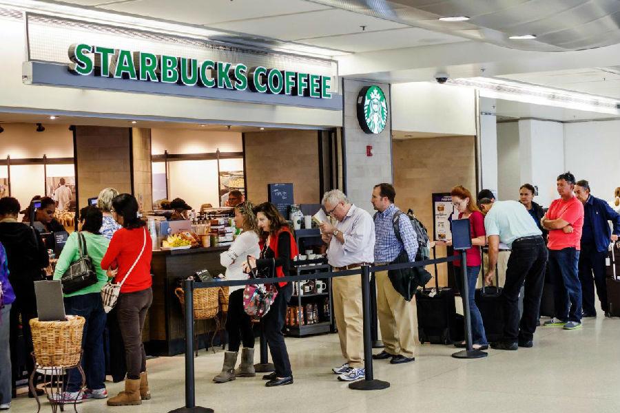 排队买咖啡