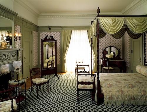 furnished room.jpg