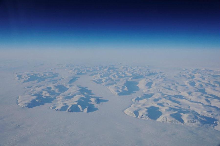 全球变暖融化北极冰盖 格陵兰或可卖沙子创收.jpeg