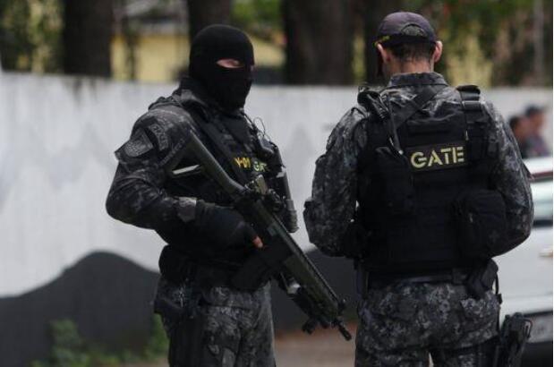 巴西校园枪击案致10人死亡.jpg