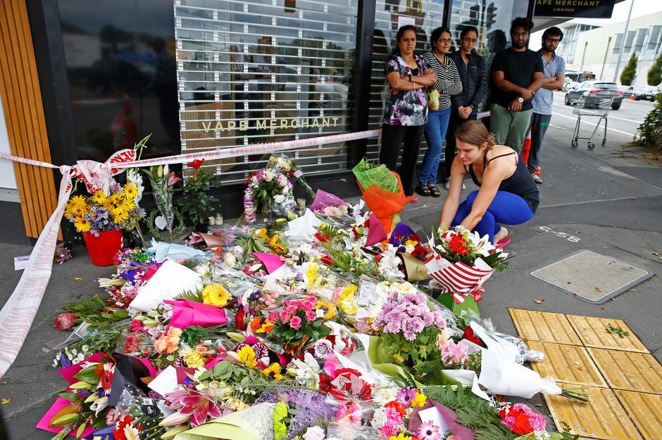 新西兰枪击案视频传播网络惹众怒.jpg
