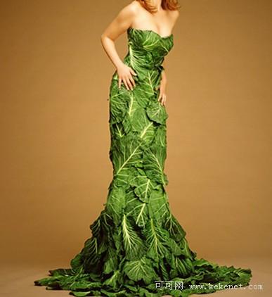 用树叶拼成裙子