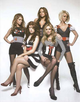 """Girls Aloud""女孩乐团被称为英国""最新辣妹"",成为继""Spice Girls""辣妹合唱团之后,英国流行乐坛又一支最璀璨耀眼的女子偶像组合。"