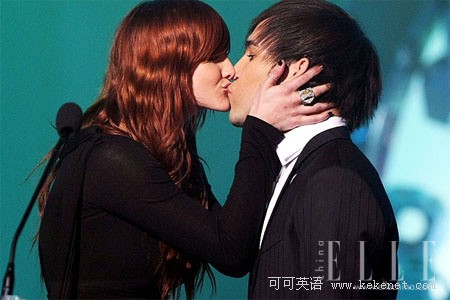 去年3月份,在澳大利亚mtv奖上,阿什莉辛普森和皮特温兹在镜头前接吻